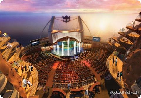 المسرح والممشى الخشبي